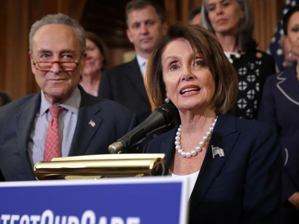 Nancy Pelosi presidenta de la Cámara de Representantes y Senadores
