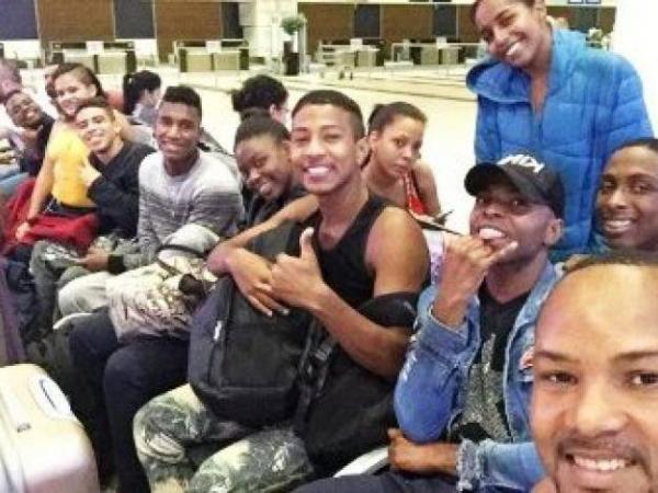 Bailarines varados en aeropuerto de Turquía
