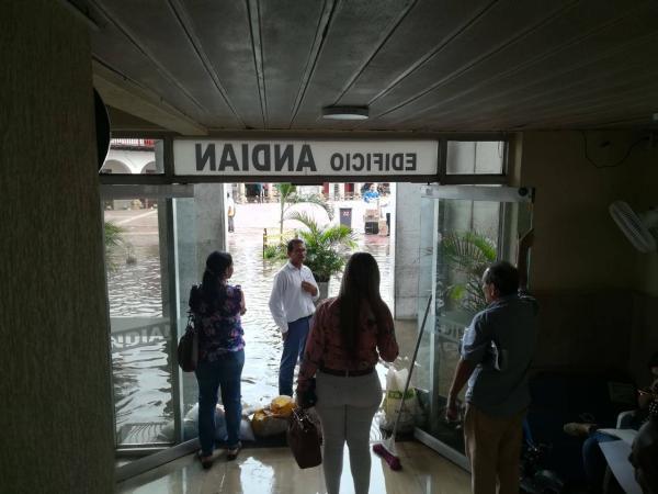 Aguacero de dos horas inundó y dejó sin luz a Cartagena