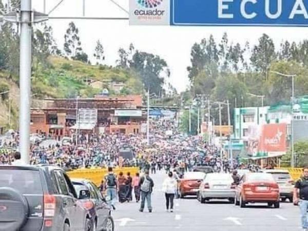 Llegada masiva de venezolanos a frontera con Ecuador