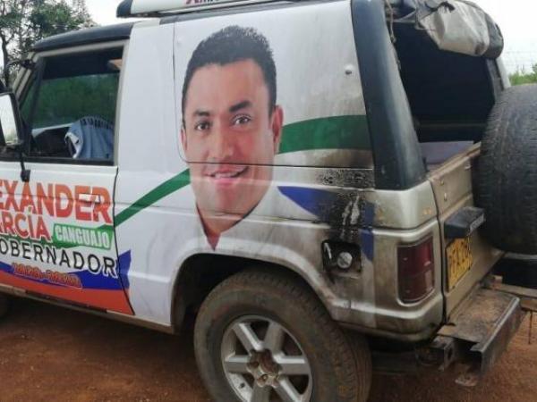 Queman carro de canddiato en Guaviare
