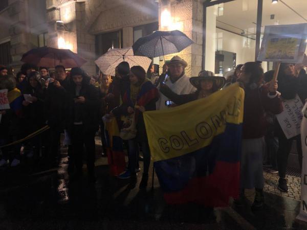 5dd6bdacd92ef - Los colombianos que se unieron al paro nacional en el exterior