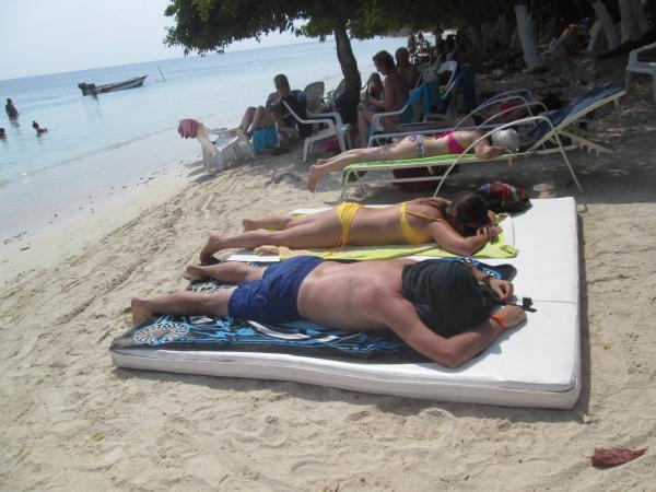 Un dispositivo especial de la Policía llegará hasta balnearios como Playa Blanca e islas del Rosario.