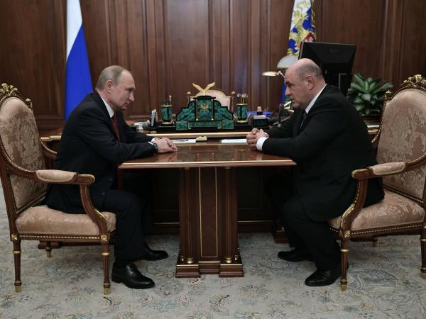Mijaíl Mishustin y Vladimir Putin