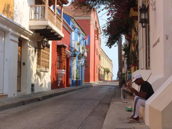A hoy, más del 96 por ciento de los establecimientos del sector turístico en Cartagena cerraron a raíz de la pandemia, según la Corporación de Turismo de la ciudad.