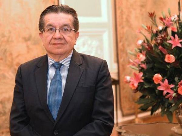 El ministro de Salud, Fernando Ruiz.