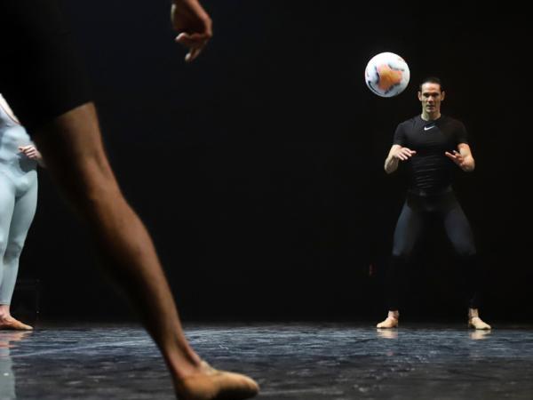 Edinson Cavani - del fútbol a la danza