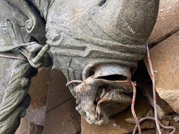 La escultura con la imagen del conquistador Belalcázar quedó sin cabeza.