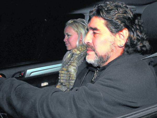 Maradona en carro