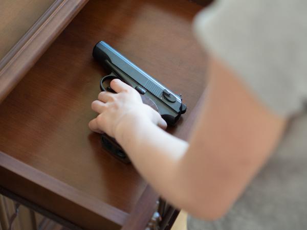 El caso de Ángel Israel, un joven, de 15 años, quien asesinó a su padre.