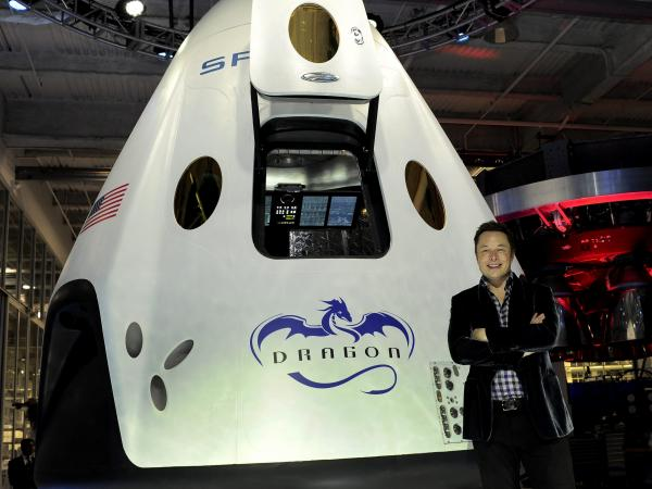 Elon Musk presenta Dragon