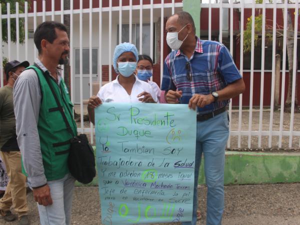 Protestas frente al HUS por parte de trabajadores de la salud
