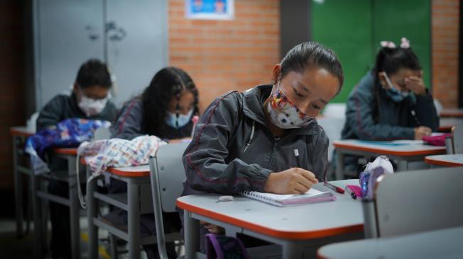 Colegios regresan a clases