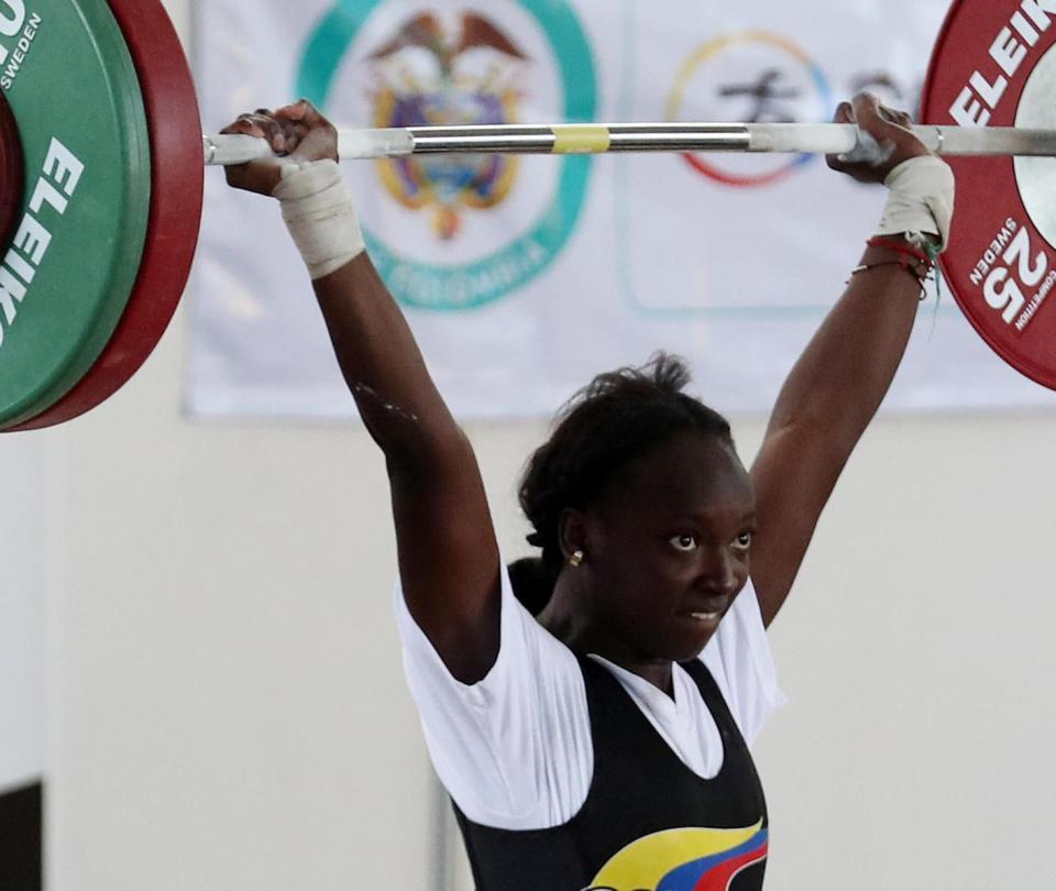 Yenny Sinisterra ganó tres medallas de oro en levantamiento de pesas