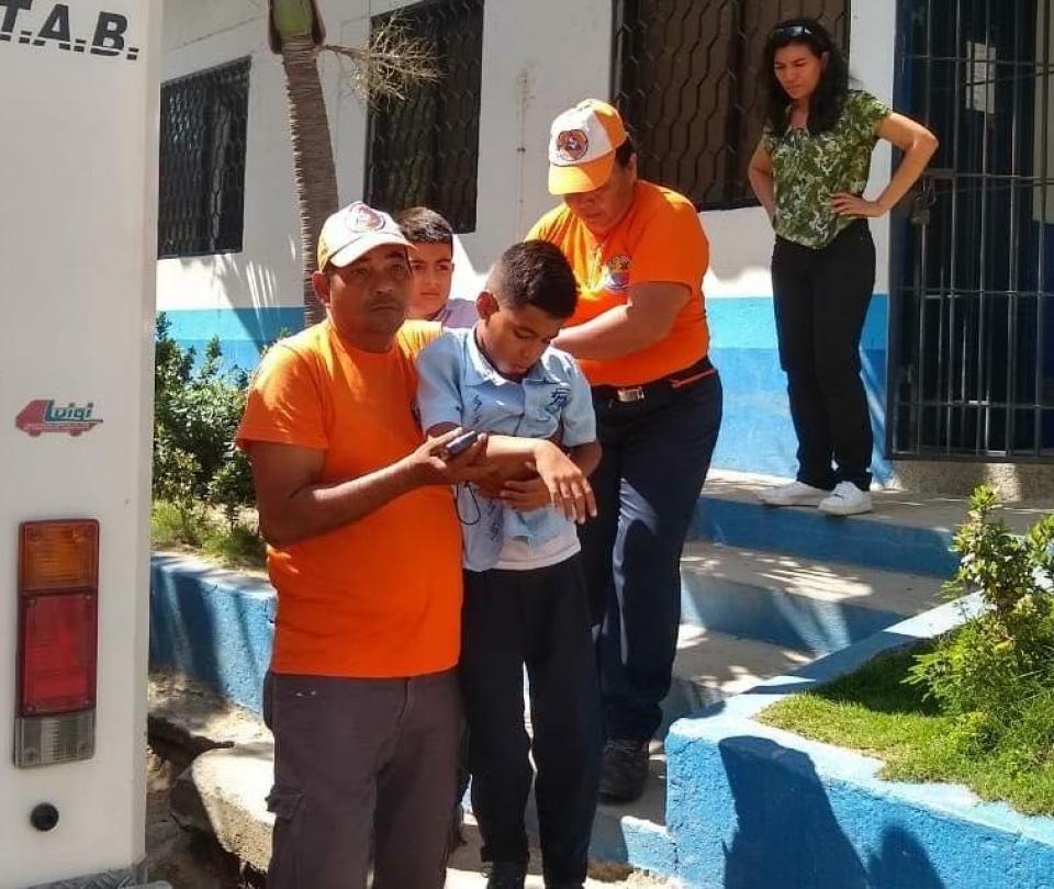 Evacuan colegio en Santa Marta por masiva intoxicación