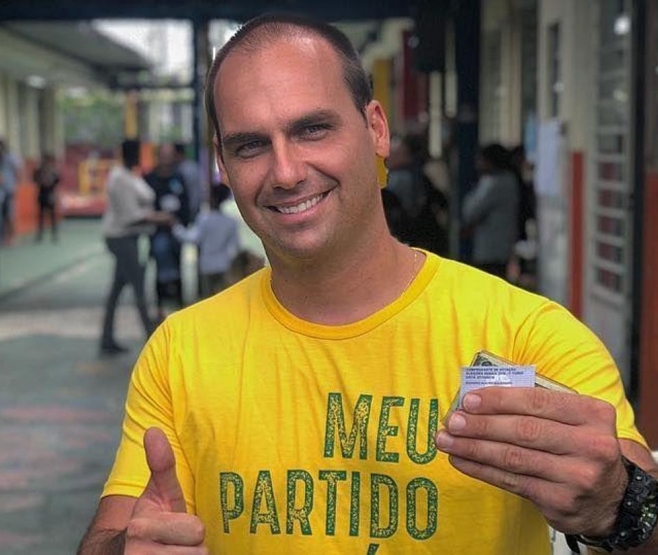 El hijo de Bolsonaro da positivo para covid tras volver de Naciones Unidas