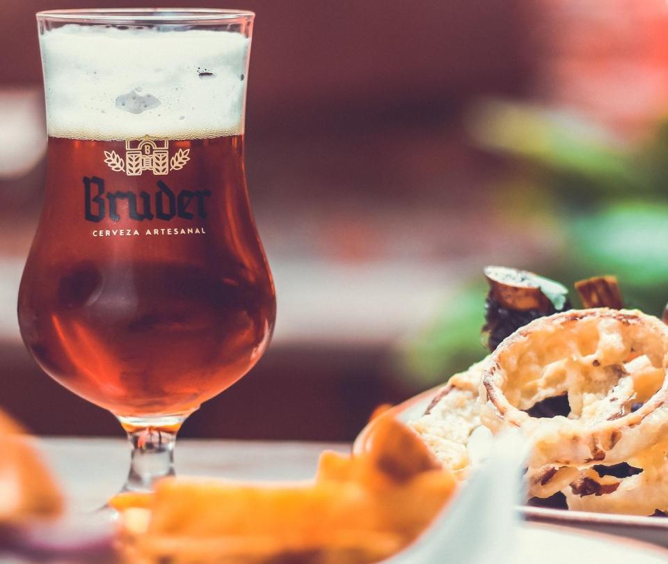 Bruder: la cervecería artesanal que busca rescatar los sabores locales