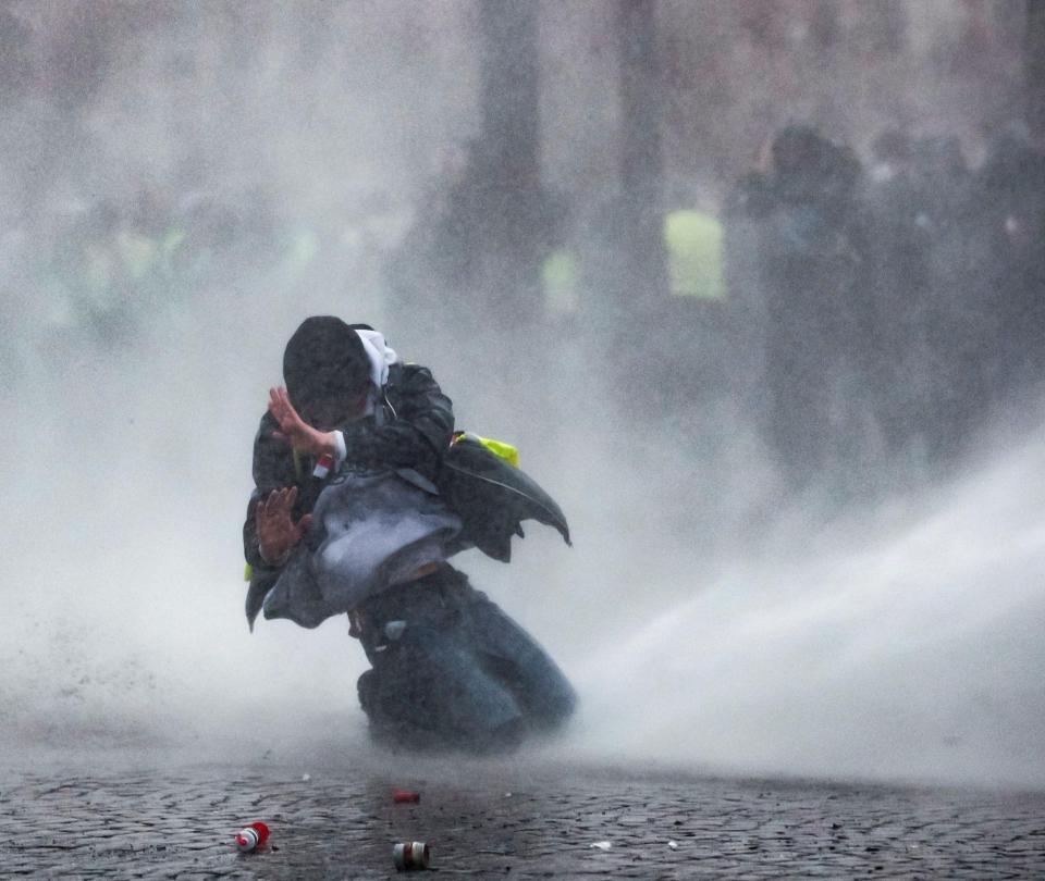 Los 'chalecos amarillos' se fortalecen en Francia