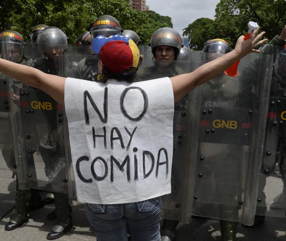 'Colapso económico de Venezuela hace insostenible gobierno de Maduro'