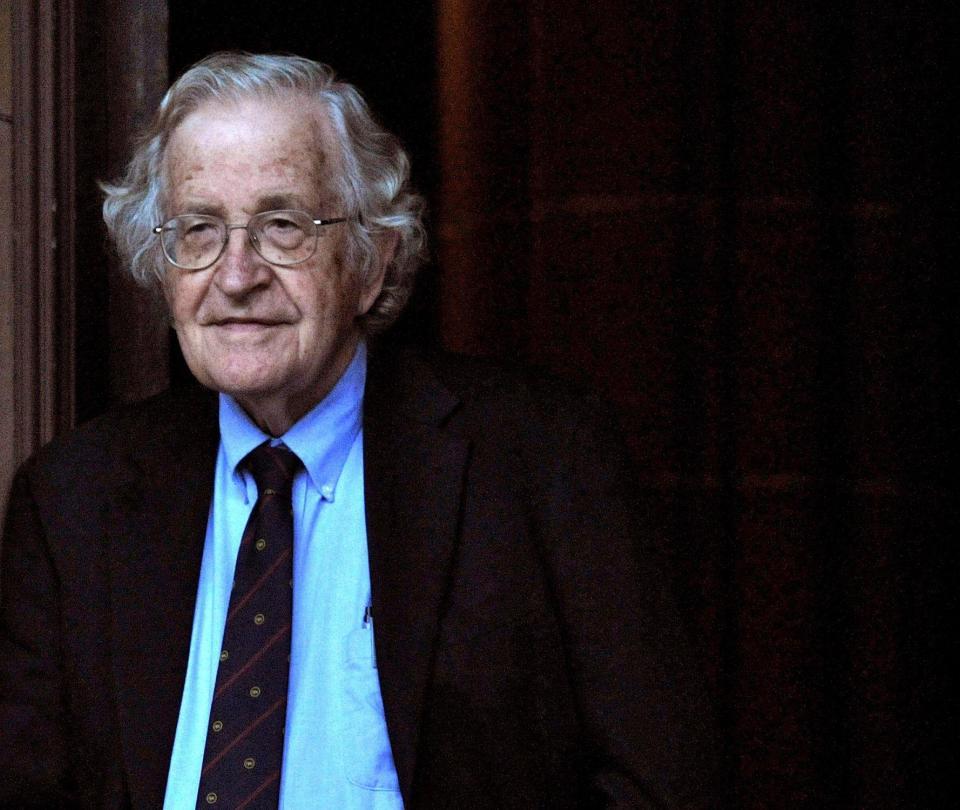 Noam Chomsky condecorado por la Fundación BBVA