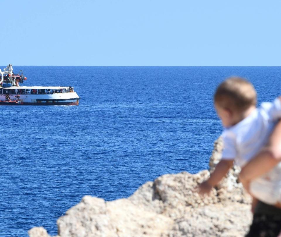 Barco humanitario Open Arms declina oferta de España