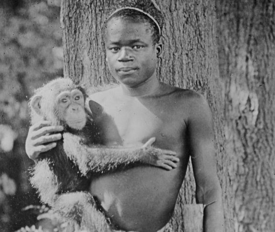 La dolorosa historia del hombre exhibido en jaula de monos en EE. UU.
