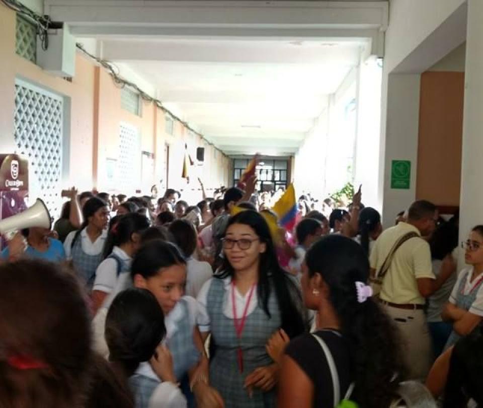 Niñas del colegio Biffi en Cartagena pide salida de la madre rectora