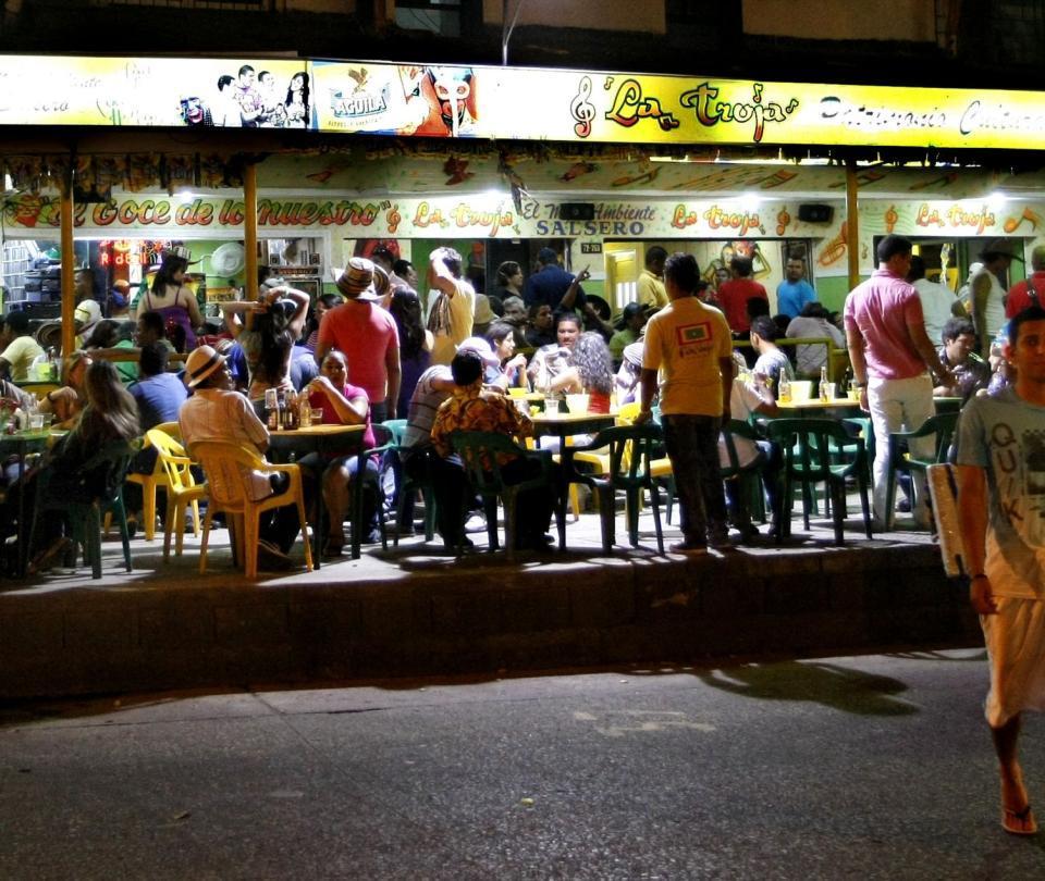 Después de 6 meses, 30 bares en Barranquilla abren sus puertas hoy