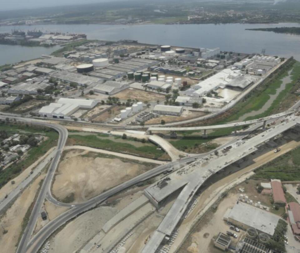 Denuncian fisuras en la construcción del nuevo puente Pumarejo