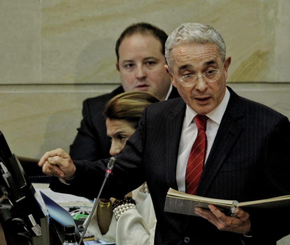 Nuevo llamado de Uribe a que militares venezolanos se subleven