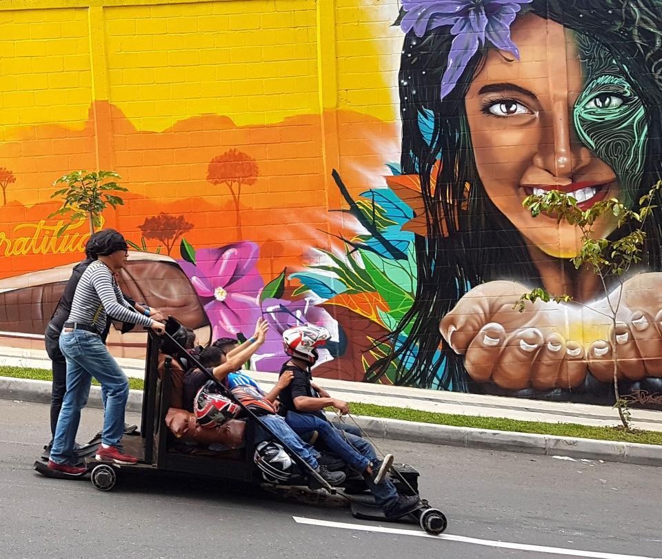 En imágenes: la emocionante carrera de carros de rodillos en Medellín