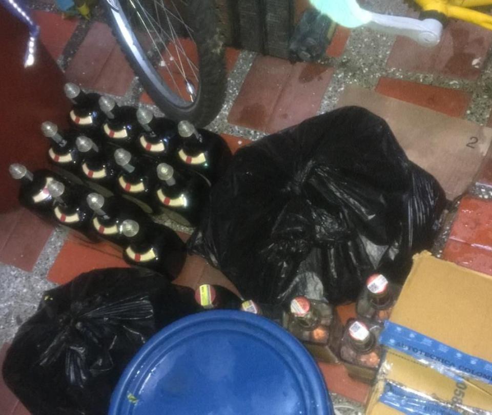 Van casi 100.000 litros de alcohol ilegal decomisados en Antioquia