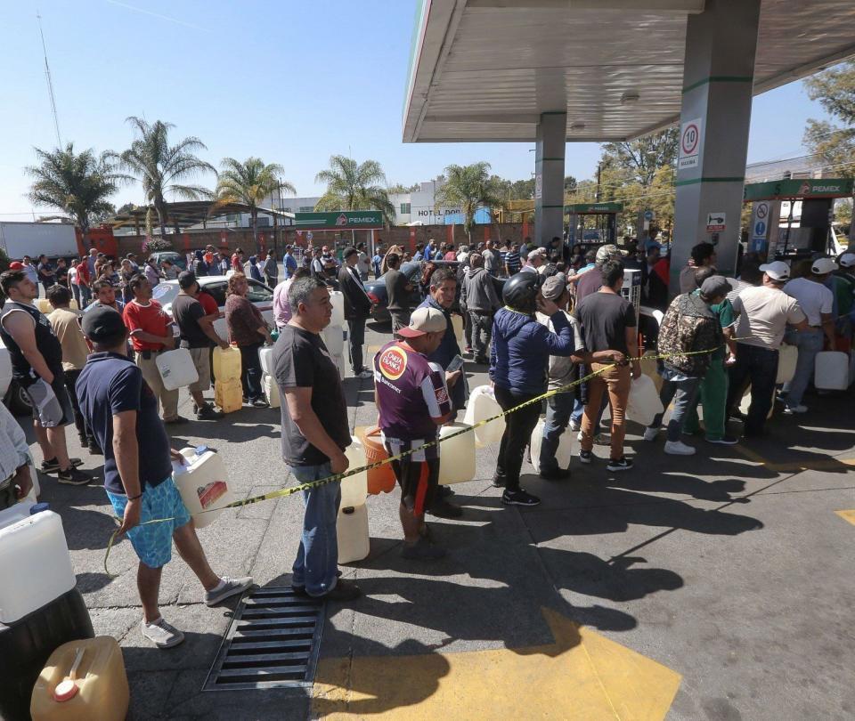 En México venden gasolina por Facebook / Una vuelta al mundo
