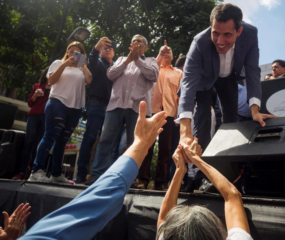 Líder de Asamblea Nacional se declara presidente interino de Venezuela