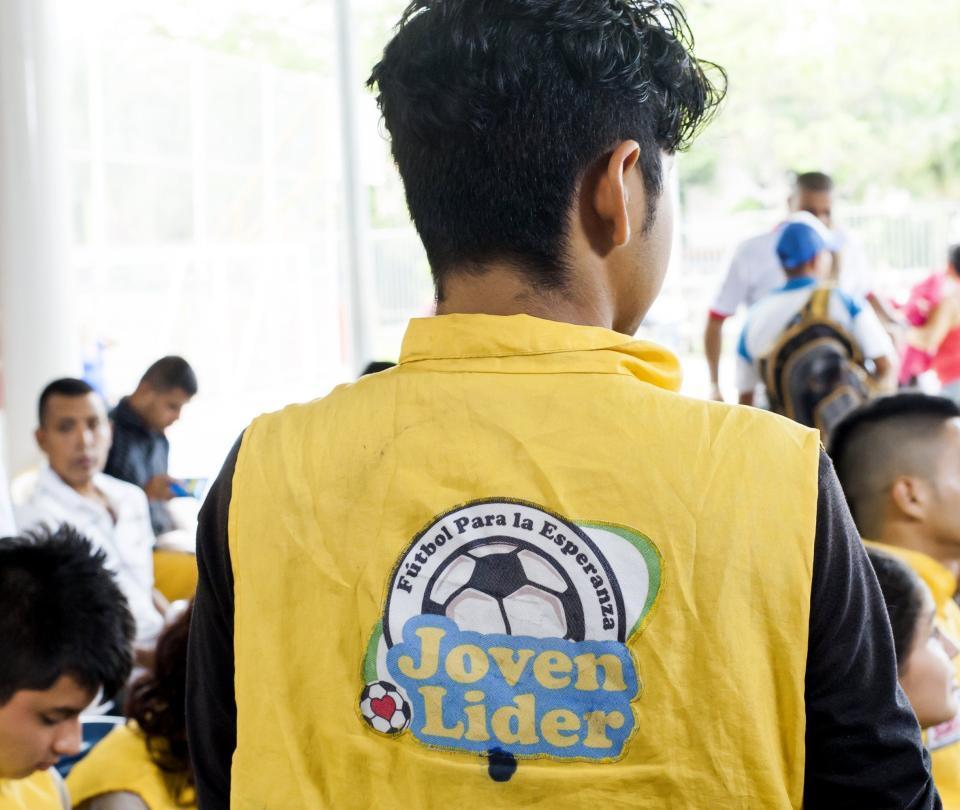 320 niños y jóvenes de Siloé en fútbol para la esperanza