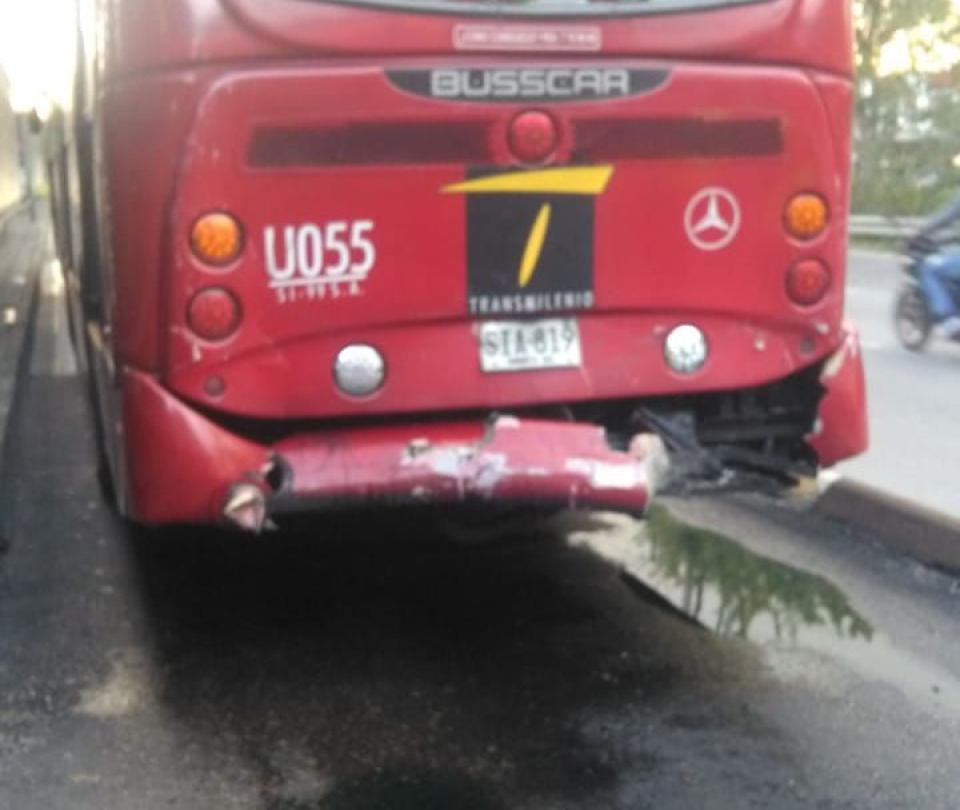 Catorce heridos por choque de buses de TM en estación de la calle 100