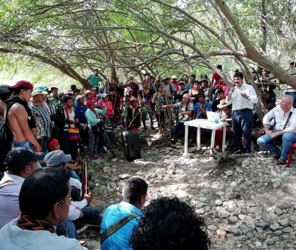 Más de 3.000 indígenas levantan bloqueos en vías del Huila