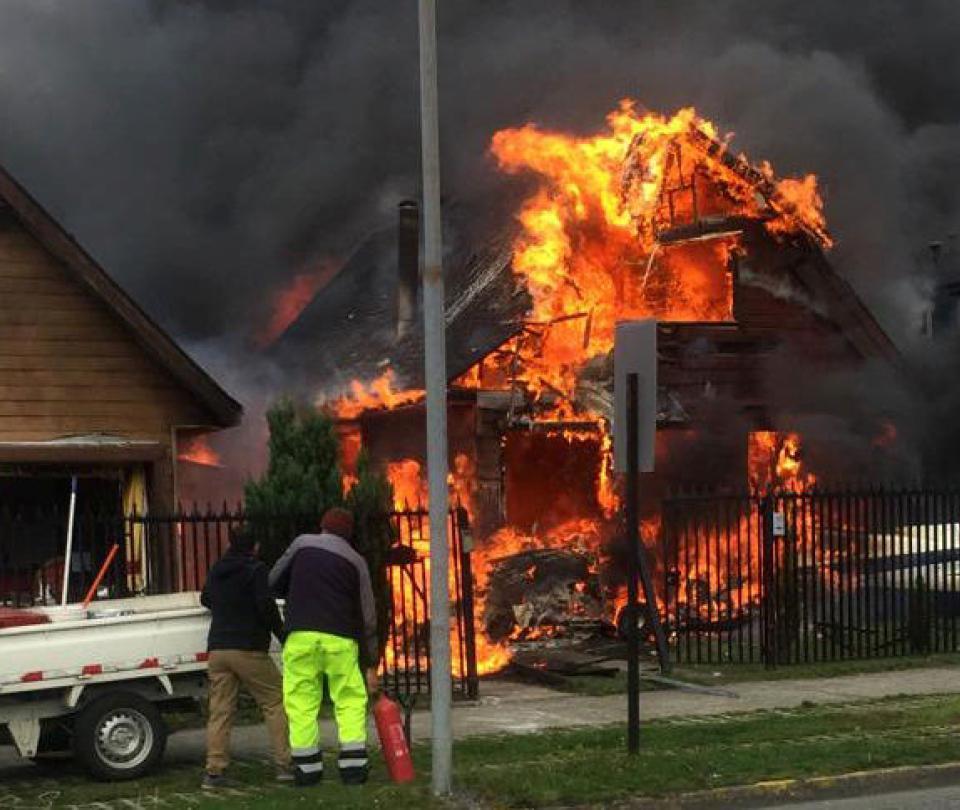 Avioneta cae sobre una casa y deja seis muertos en Chile