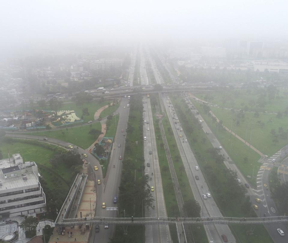 Bogotá en medio de la neblina