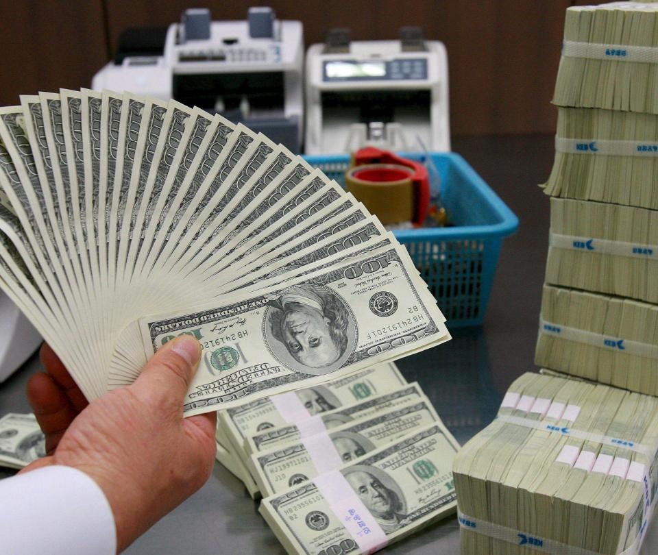 Continúa fuerte devaluación del peso colombiano en mercado cambiario