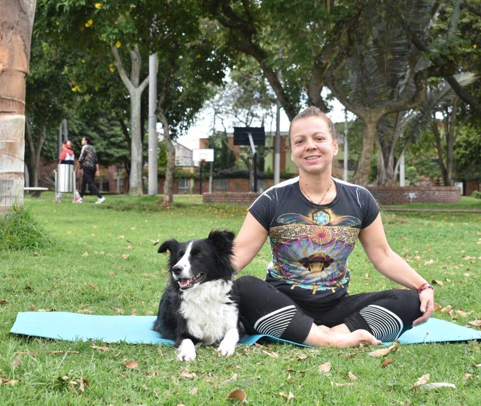 Doga: nueva práctica de yoga para realizar con su mascota