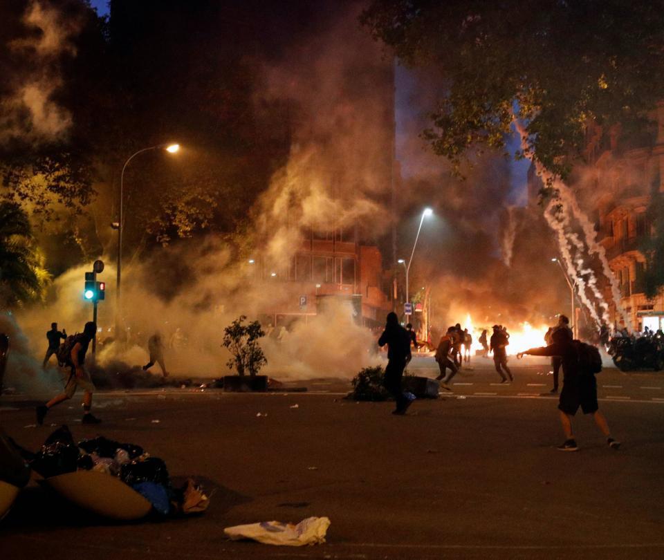 La oscura semana que tiene al rojo vivo la crisis catalana