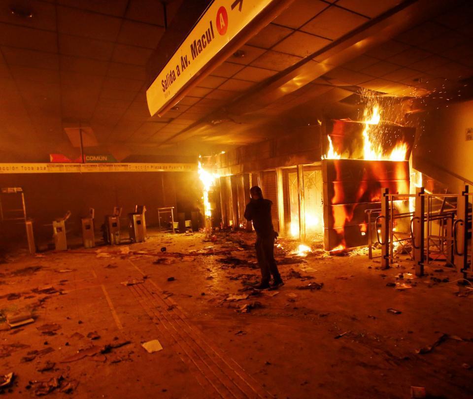 Alza de tarifa del metro hizo explotar la tensión social en Chile