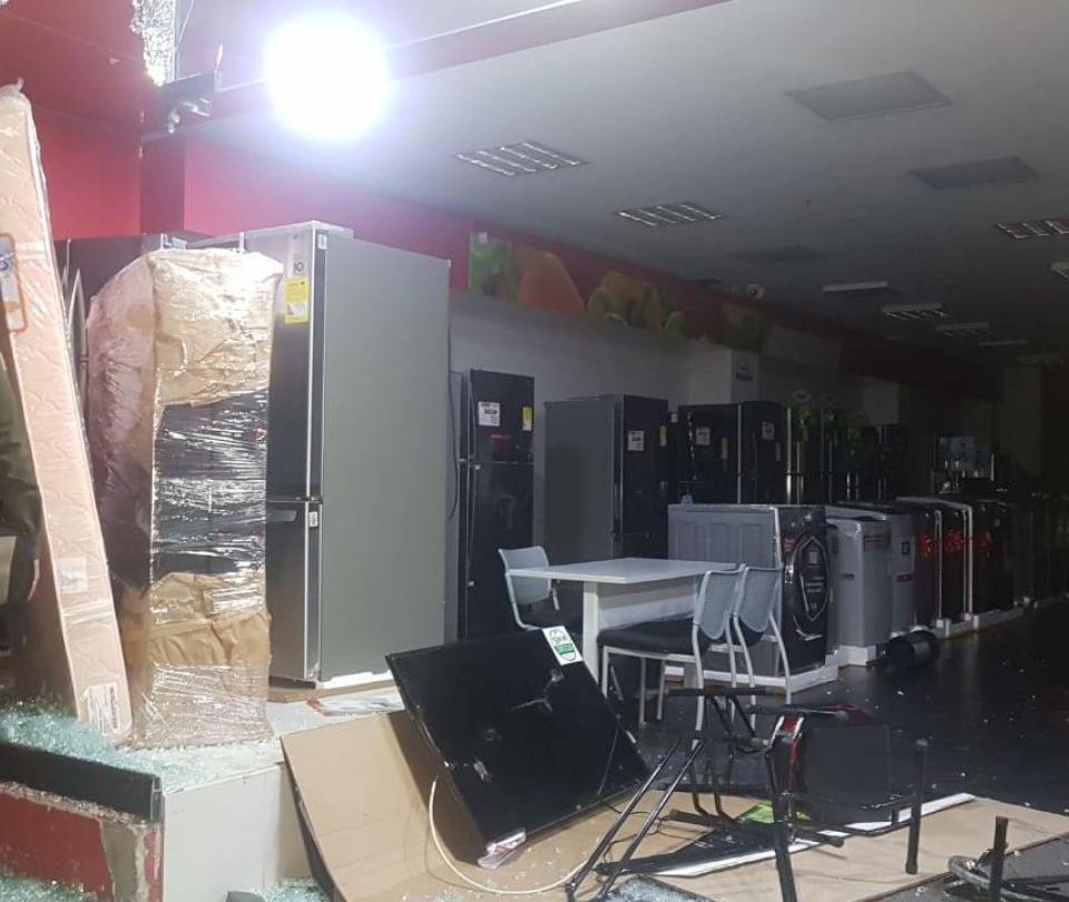 Reportan saqueos y graves disturbios en Bucarmanga y Manizales