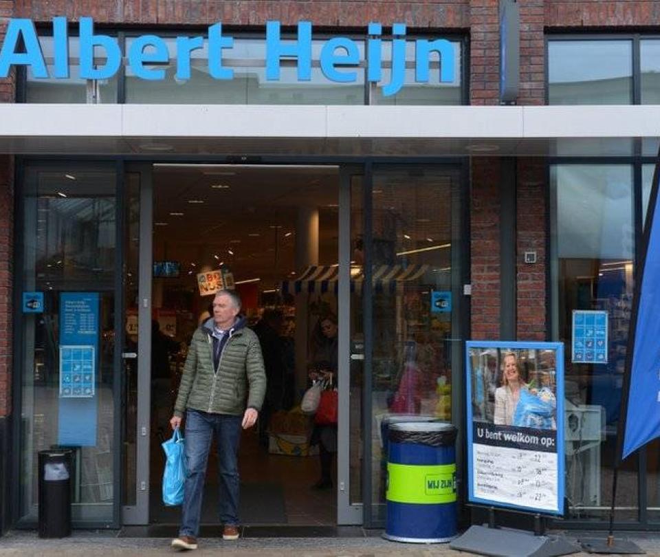 Supermercado que pidió a empleados subir fotos en ropa interior