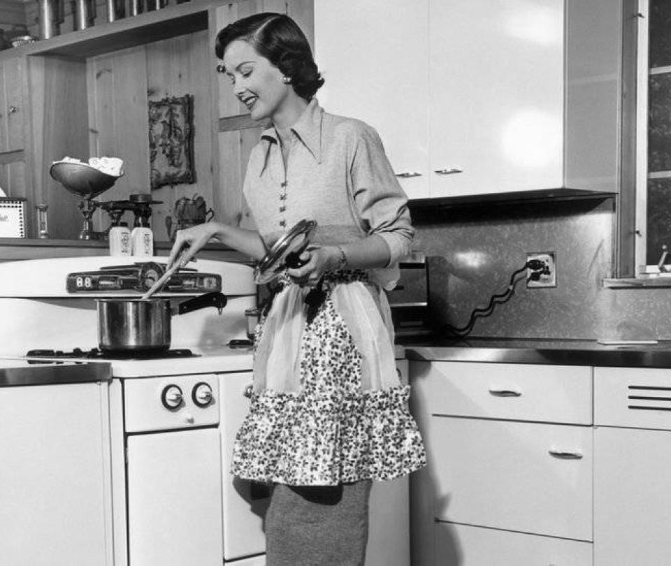 Por qué decidí 'someterme a mi esposo como en matrimonios de los 50'