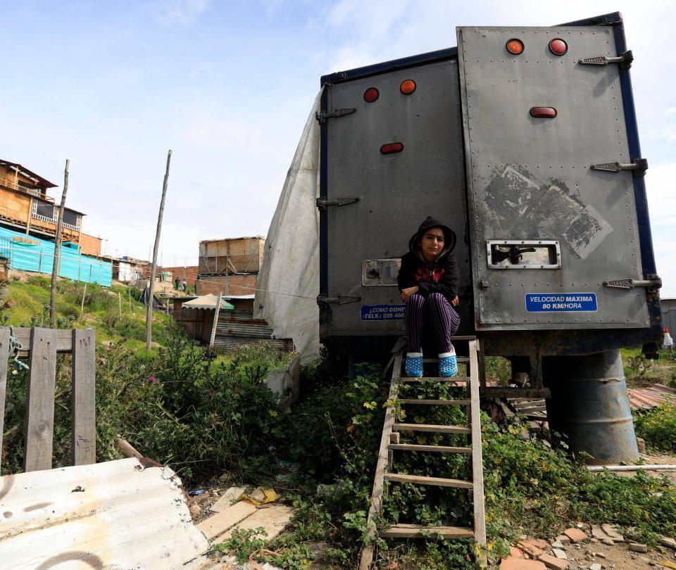 Arturo Calle regaló una casa a familia que vivía en furgón