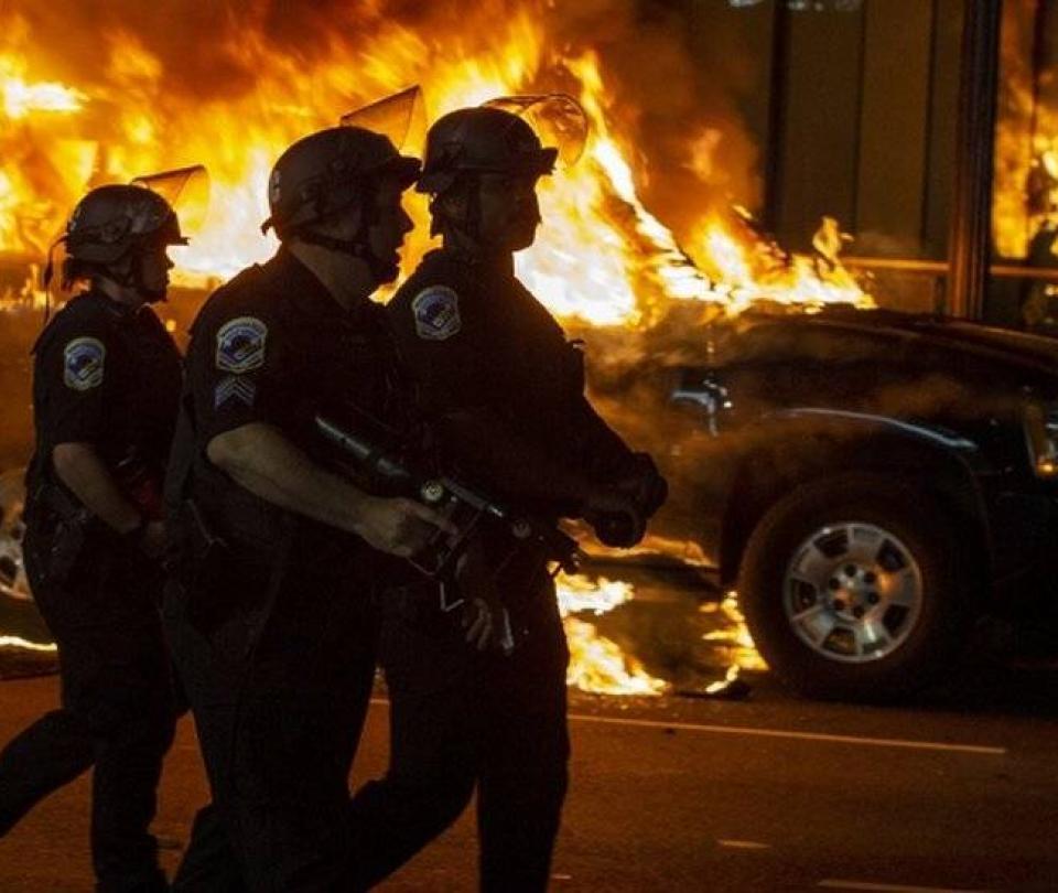 'Ser un policía violento y agresivo es la norma en EE.UU.' James Nolan