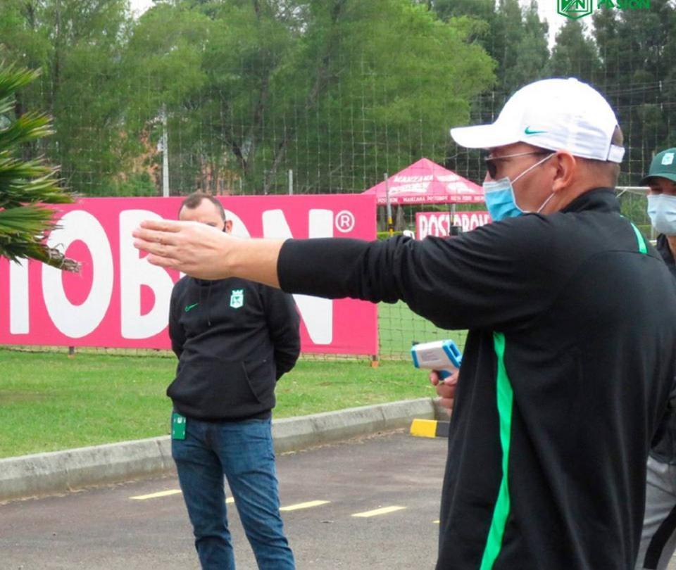 El fútbol evalúa adelantar el regreso a entrenamientos colectivos