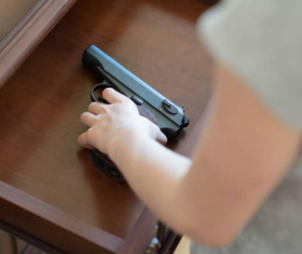Niño que disparó a su hermano mientras jugaba será juzgado como adulto
